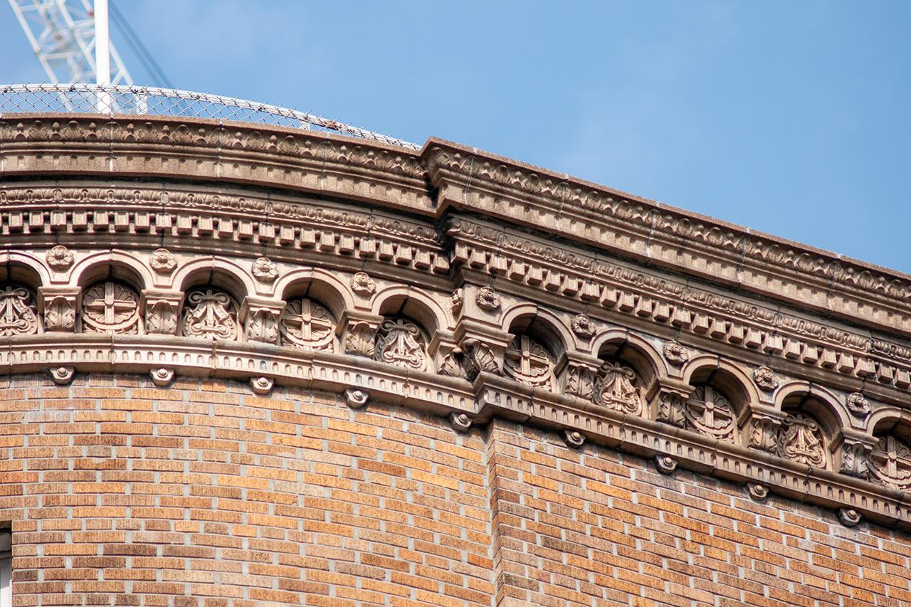 ダイビル外壁のレリーフ