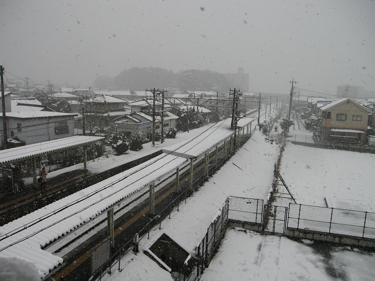 雪の朽網駅