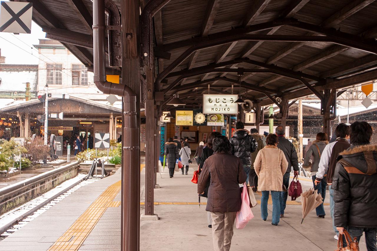 雪の門司港駅
