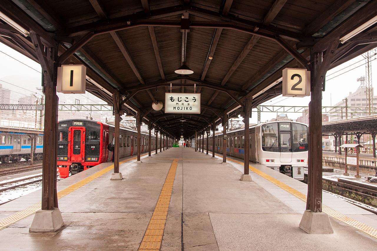 雪の門司港駅ホーム
