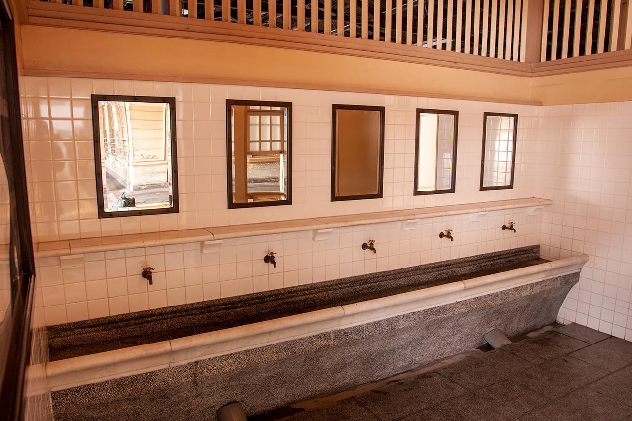 門司港駅の洗面所
