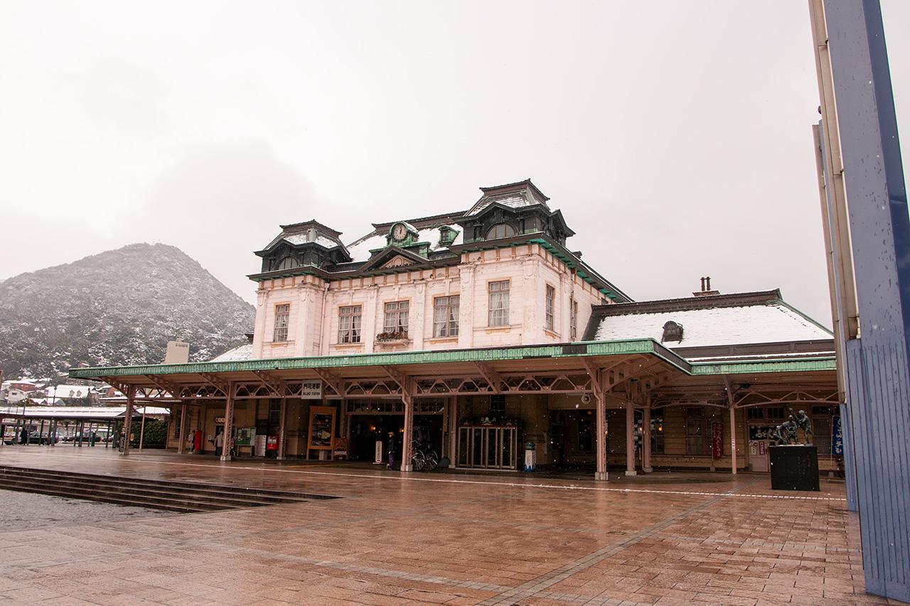 雪中の門司港駅舎