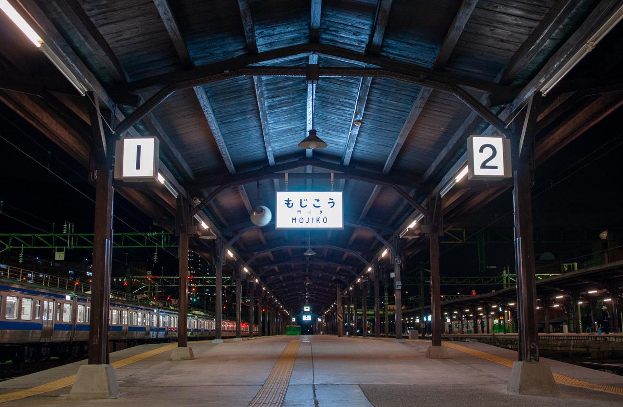 夜の門司港駅ホーム