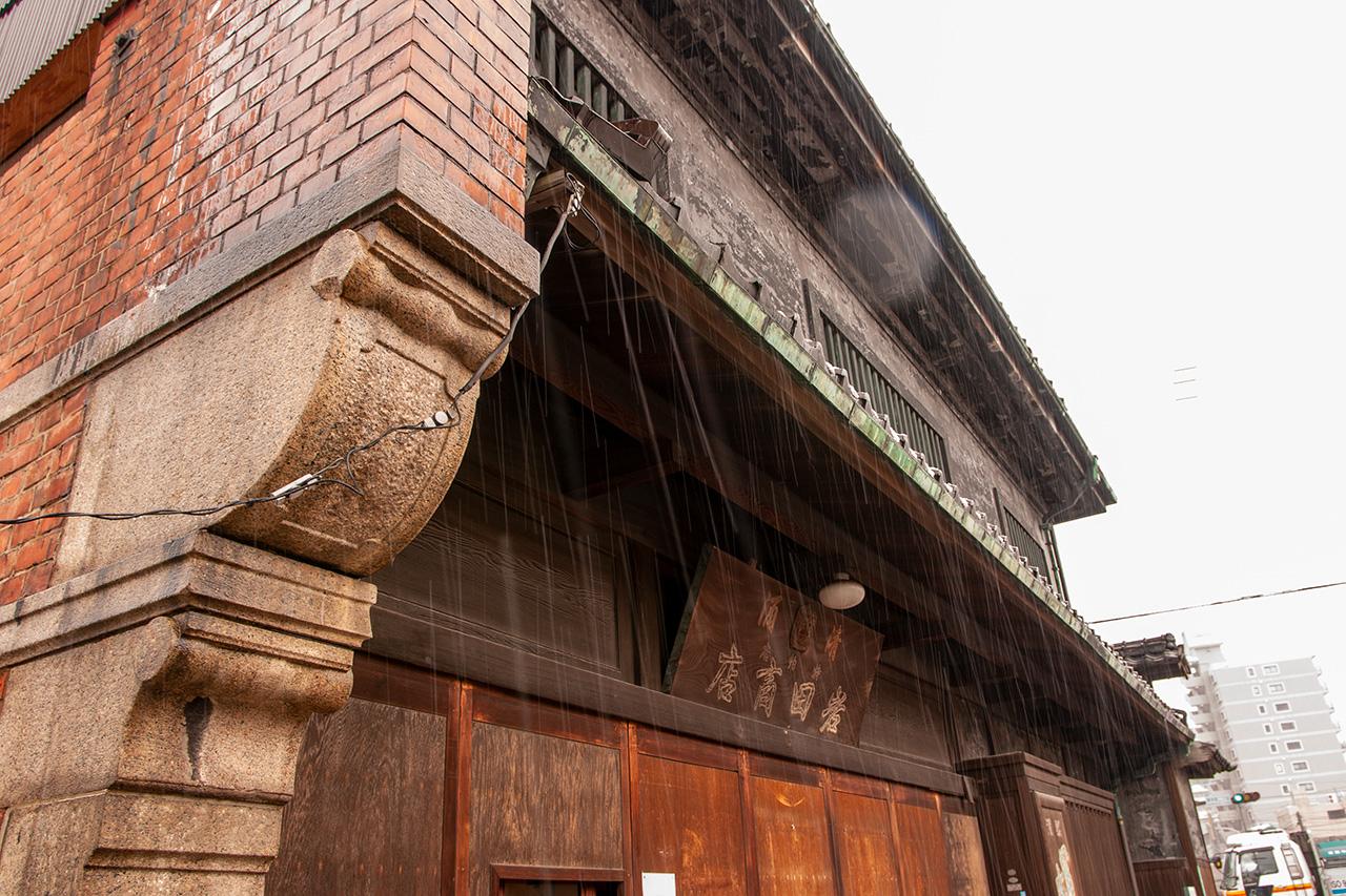 岩田屋の防火壁