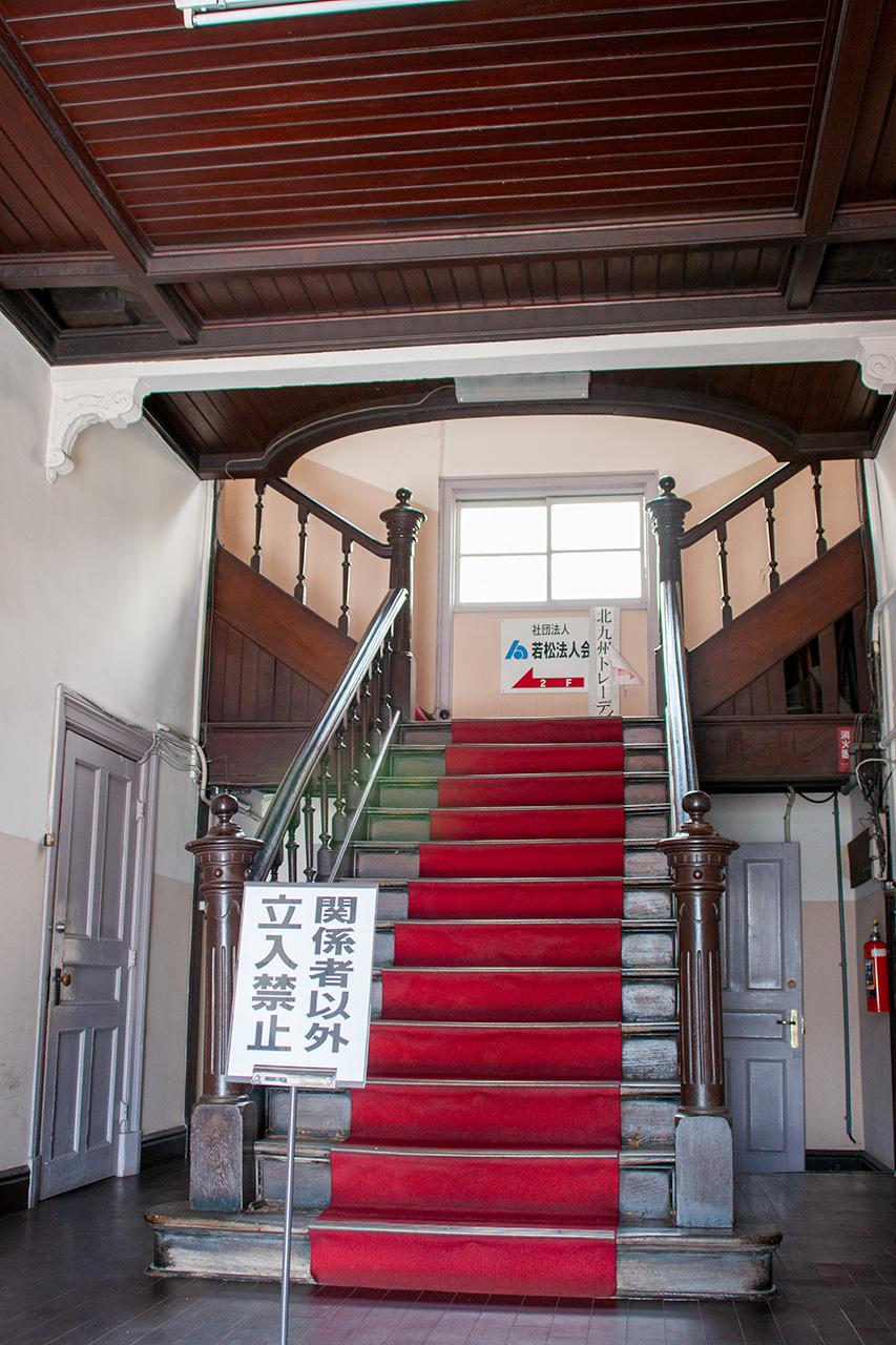 石炭会館の階段