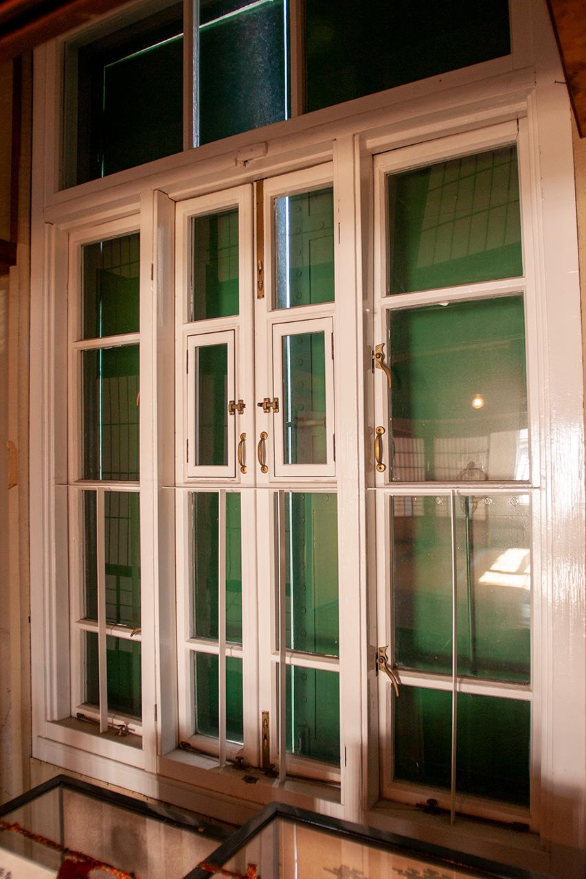 鉄製の防火扉の内窓