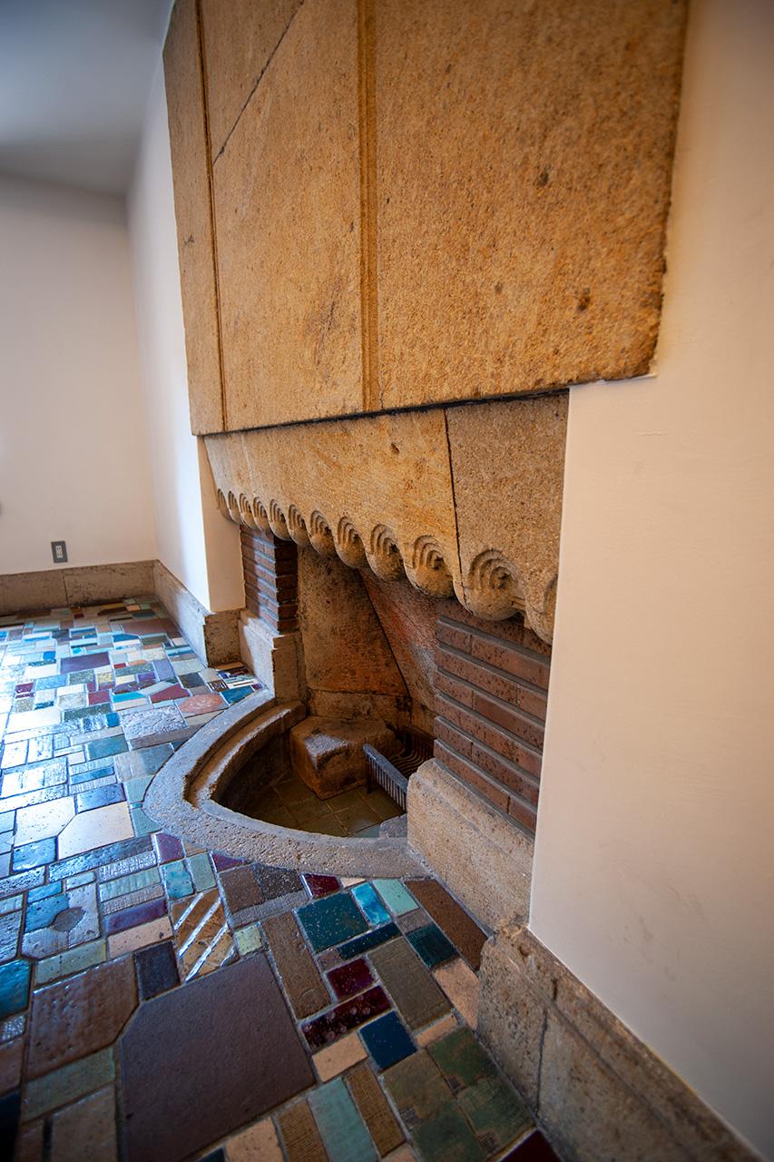 旧甲子園ホテルのバーにあった暖炉