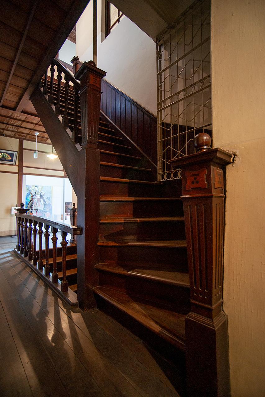 旧秋田商会ビル3階へ向かう階段