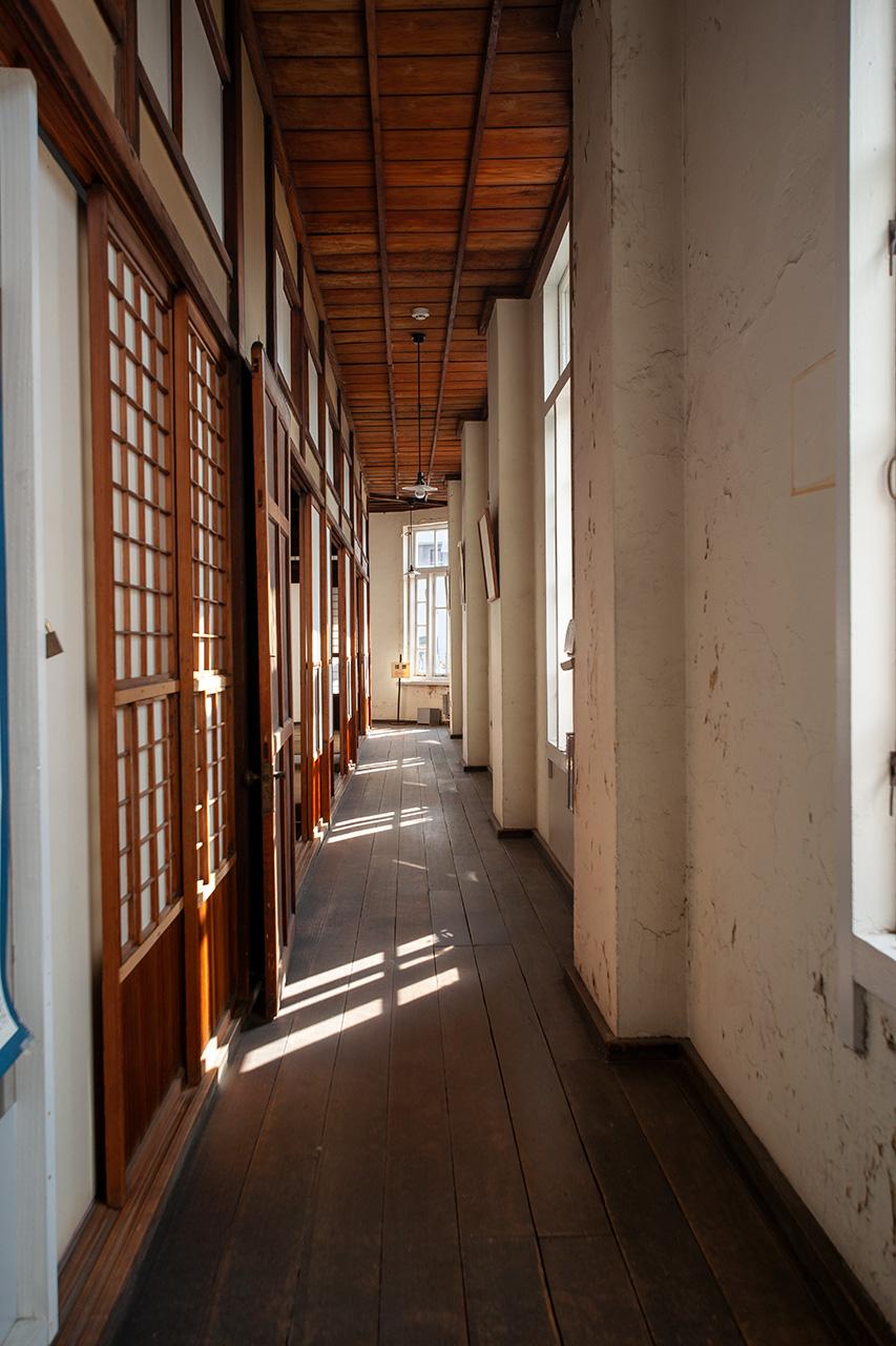 旧秋田商会2階廊下