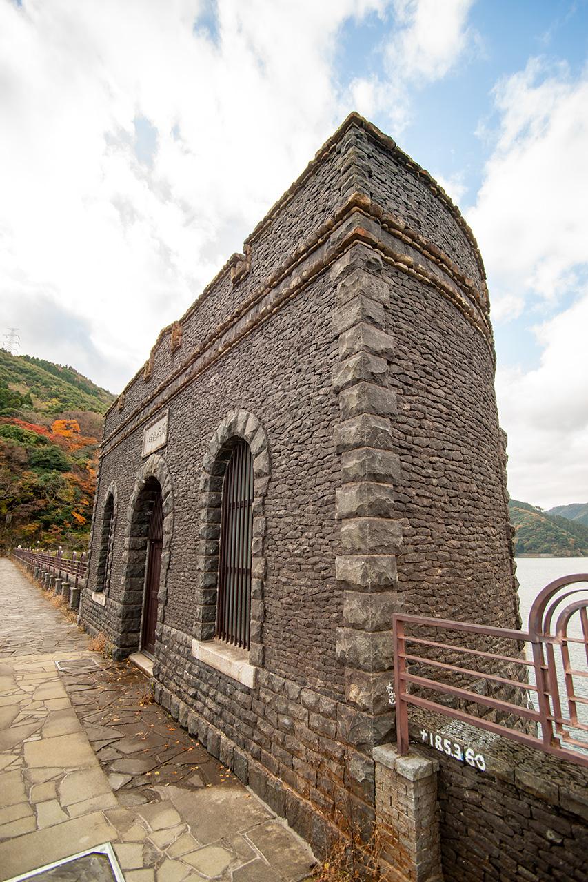 河内貯水池ダムの取水塔
