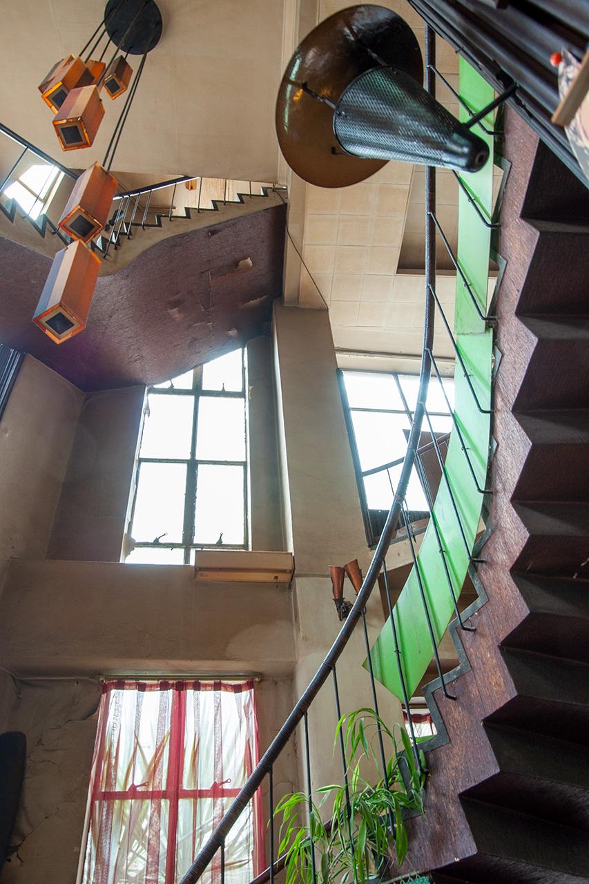 広島・純喫茶パール店内のらせん階段