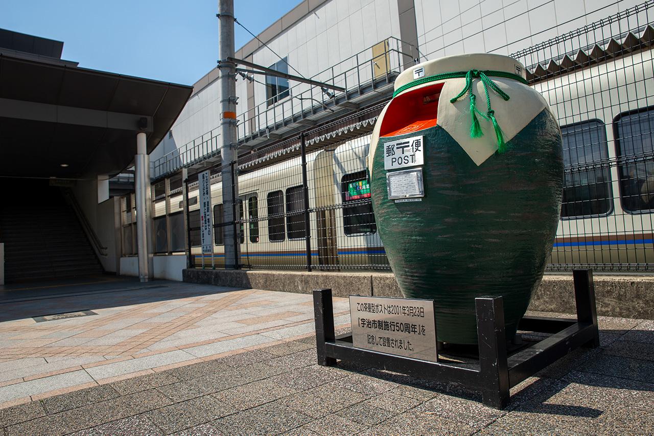 JR宇治駅前の茶壷ポスト