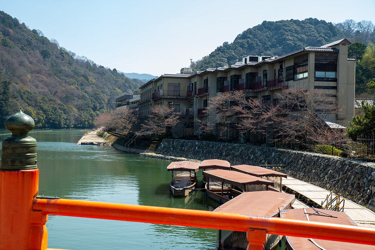 宇治川沿いの旅館・花やしき浮舟園