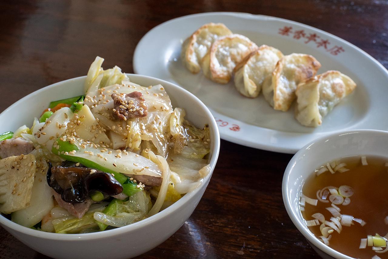 本牧「華香亭本店」の中華丼とギョーザ