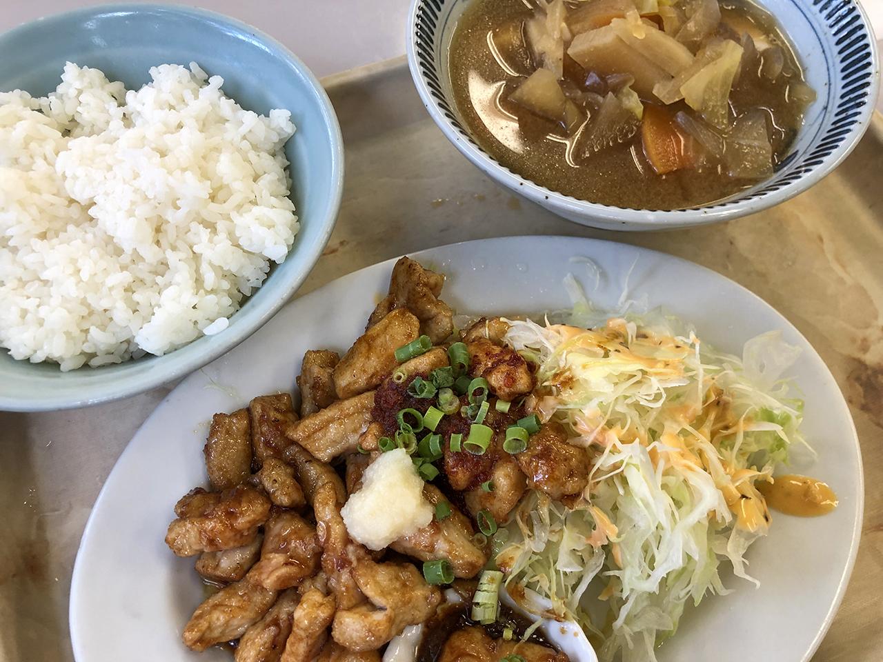波止場食堂出田町店の豚コロ定食