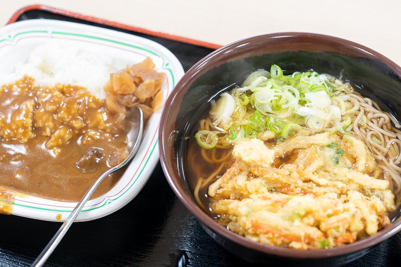 海員生協 本牧レストランの天ぷらそばと半カレー