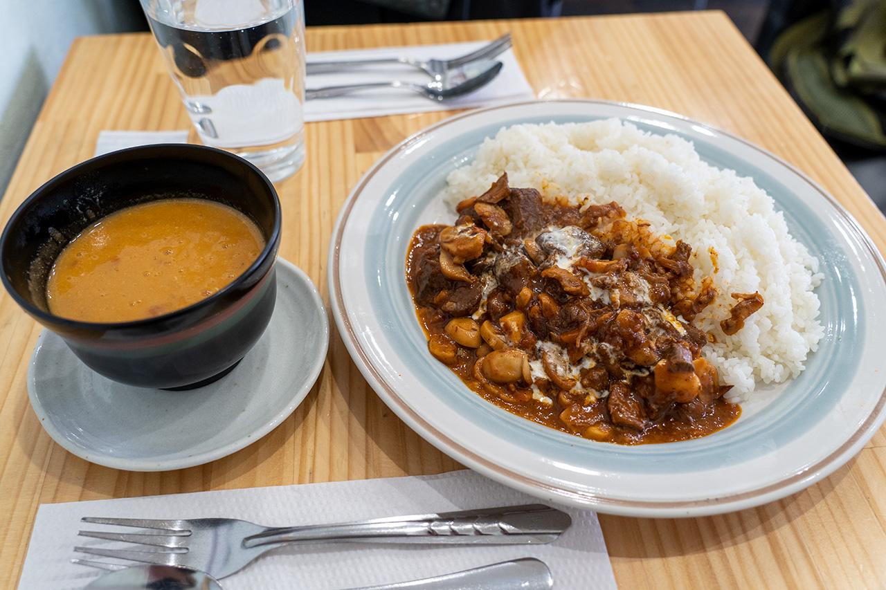 カフェ サウダージのビーフソテーマッシュルーム