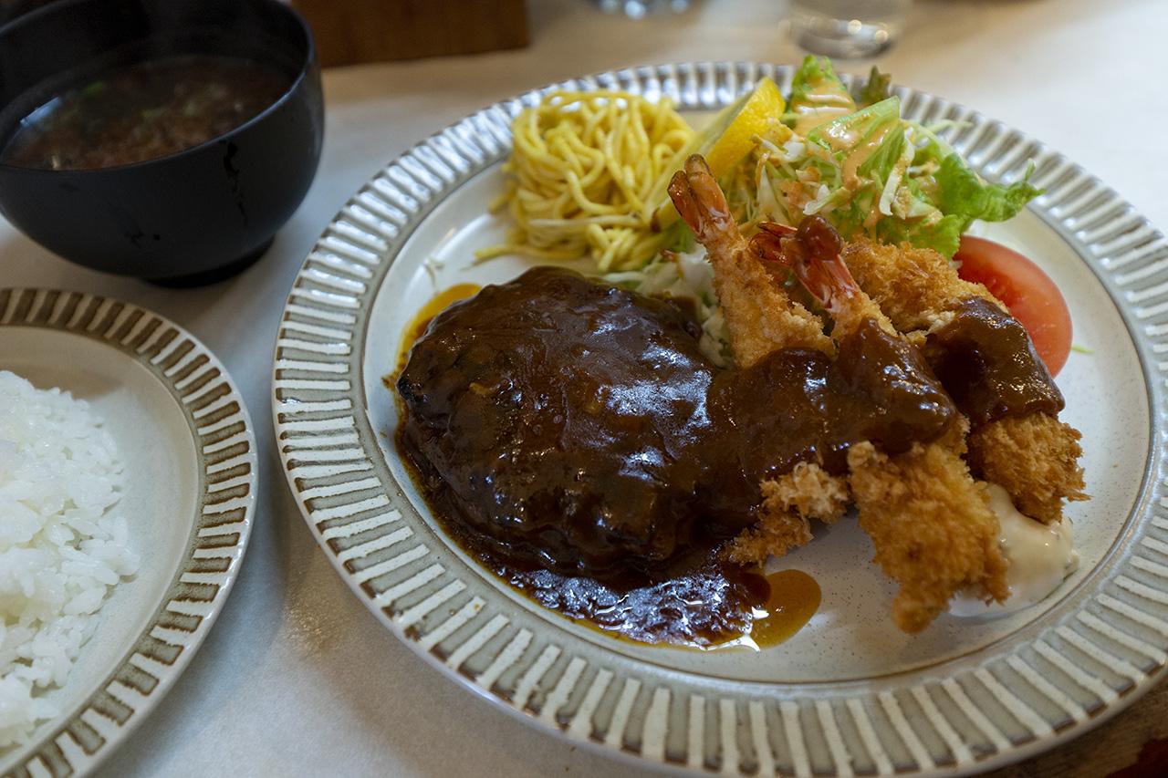 京都〈とんが〉のミックス定食ハンバーグ&エビフライ