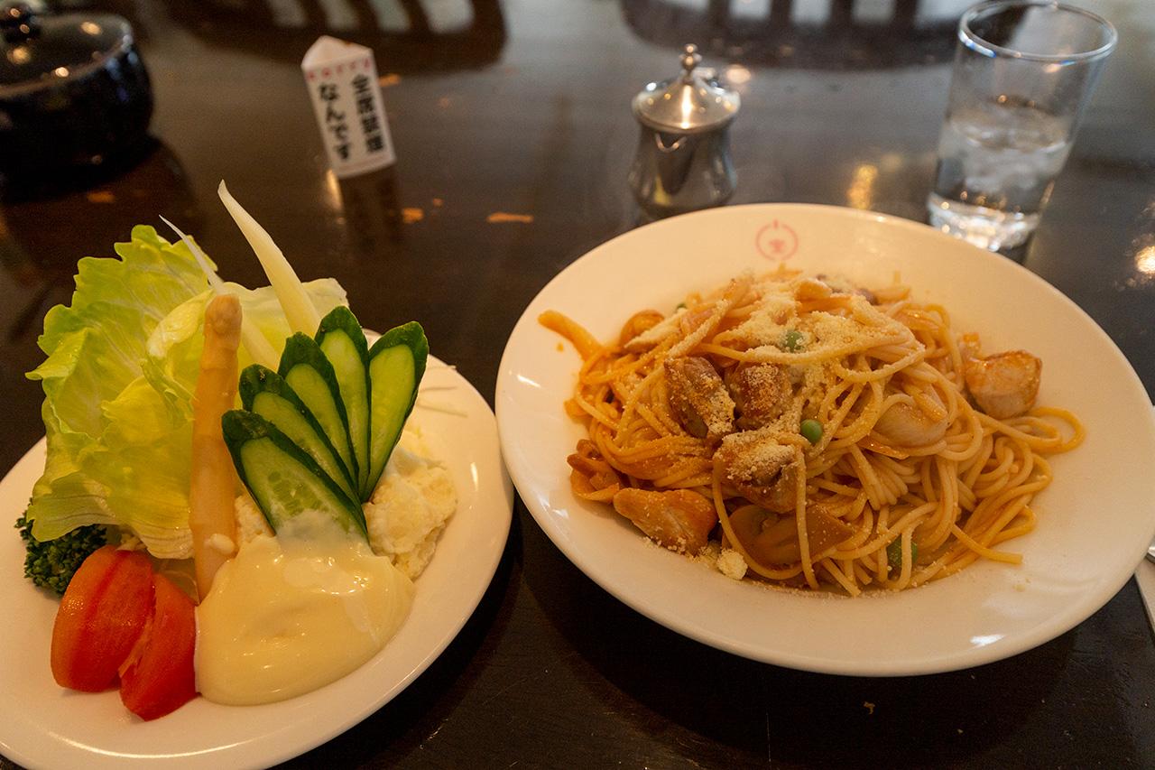 グリル小宝のサラダ(小)とチキンスパゲティ