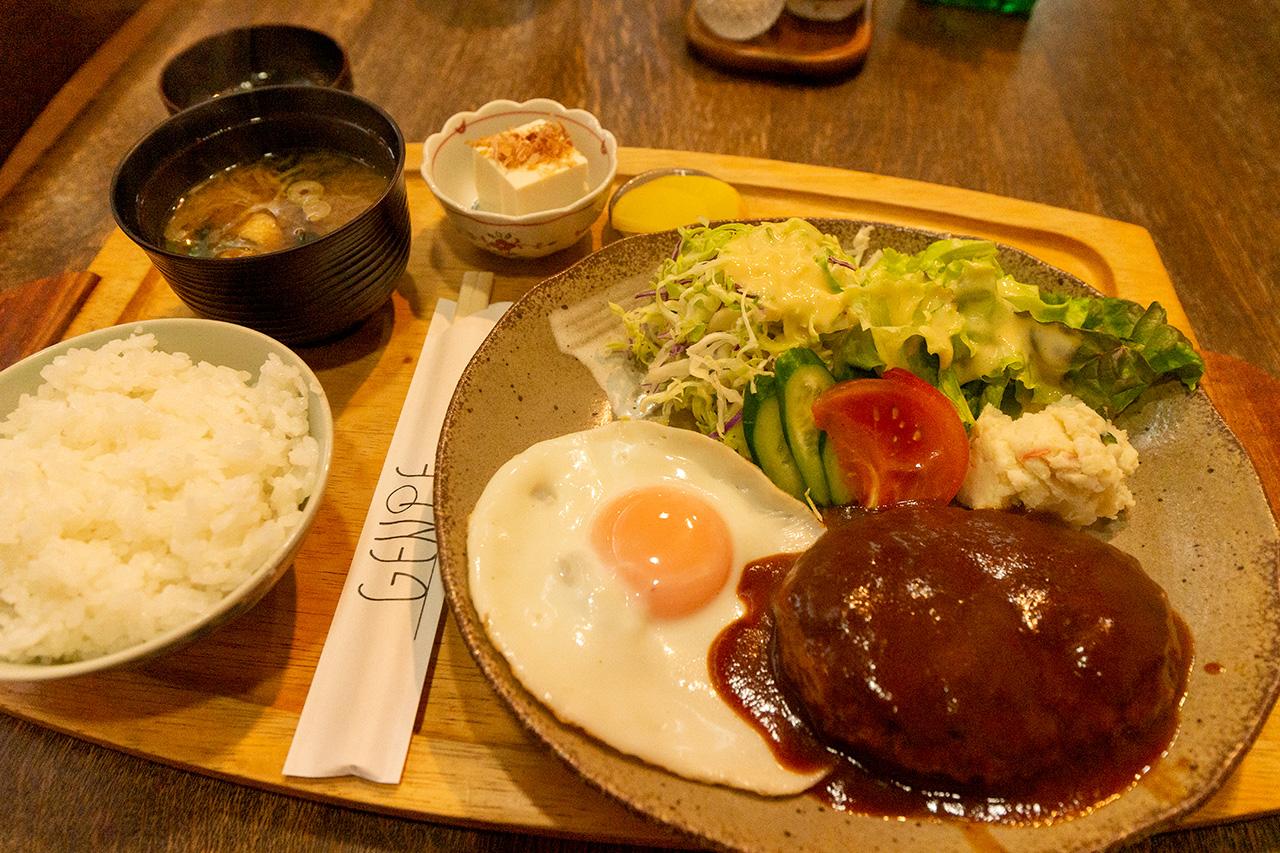 GENPEのハンバーグ定食