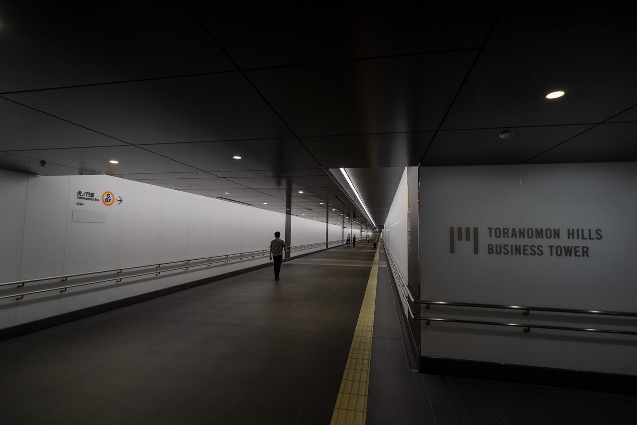 銀座線〈虎ノ門〉駅までの地下通路