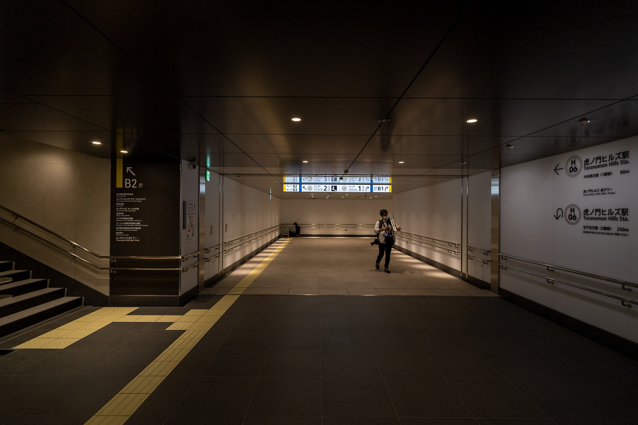 東京メトロ〈虎ノ門ヒルズ〉駅地下通路