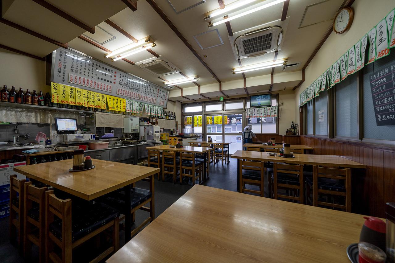 川崎の丸大ホール店内