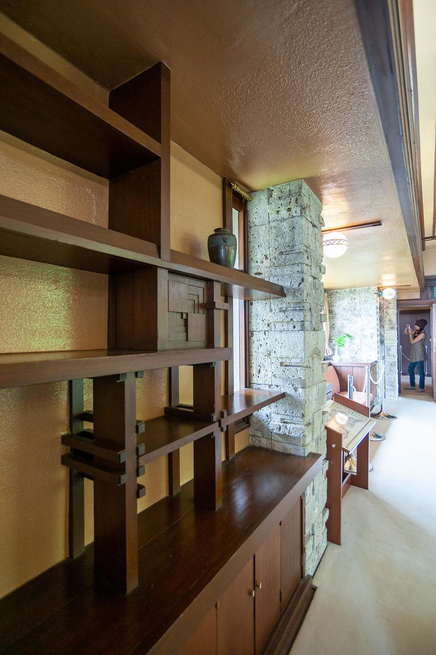 ヨドコウ迎賓館の飾り棚