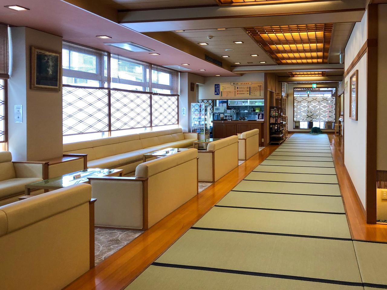 京都島原〈誠の湯〉1階ロビー