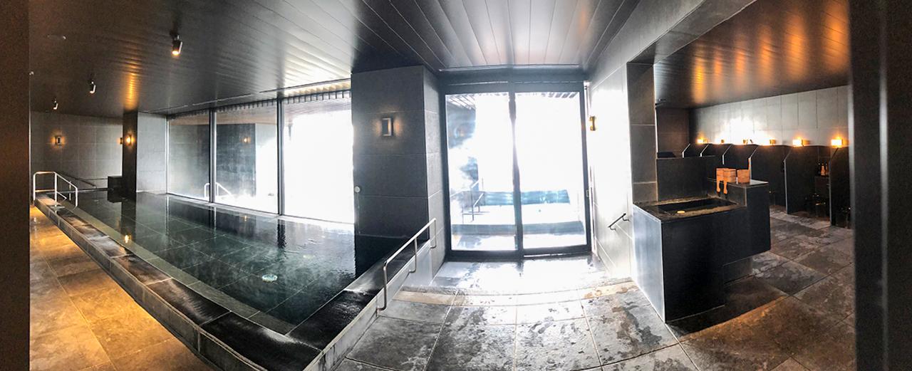 〈THERMAL SPA S.WAVE〉の内湯と洗い場