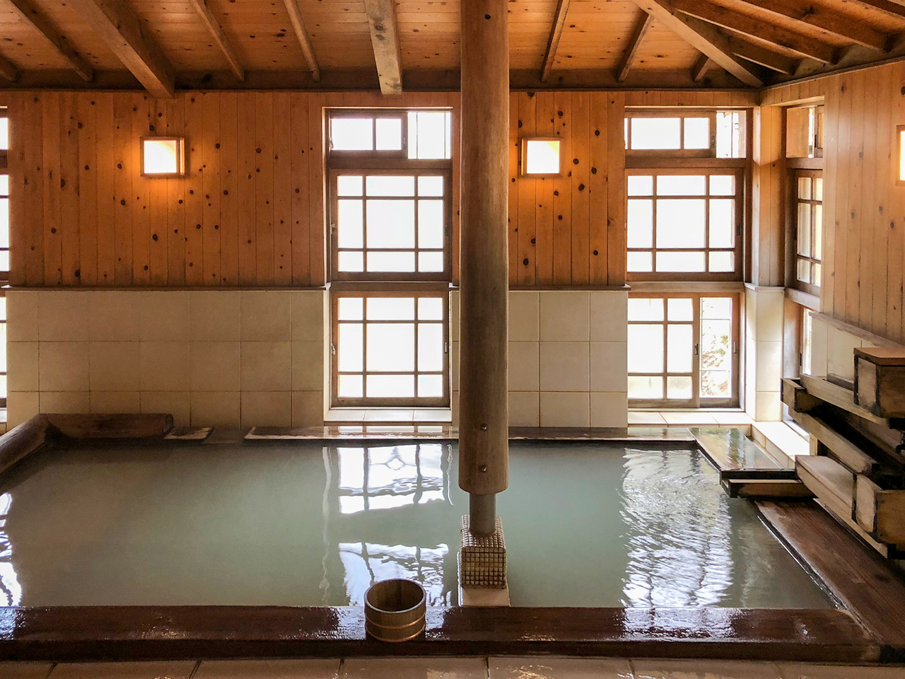 箱根太陽山荘の木風呂