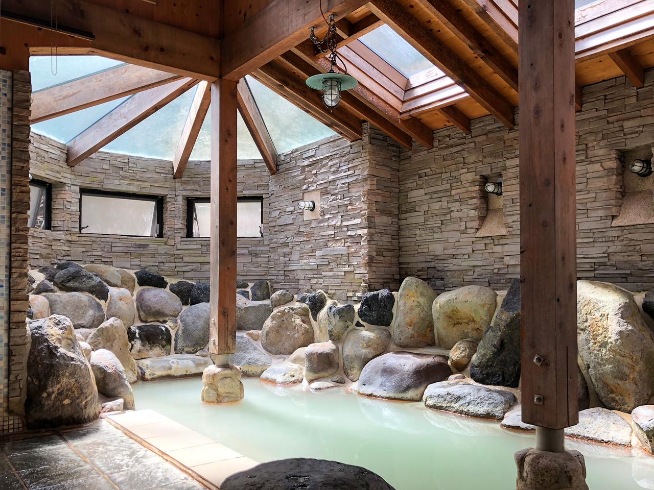 箱根太陽山荘の岩風呂