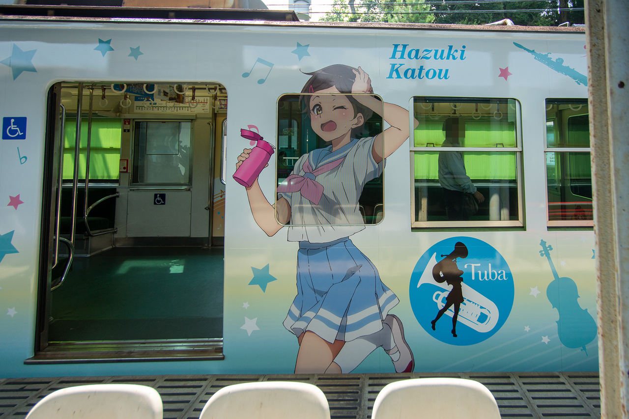 アニメ『響け!ユーフォニアム』と京阪電車のコラボ・ラッピング電車