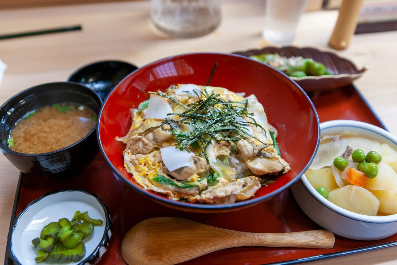 舞鶴名物・岩牡蠣丼・いわがきどん
