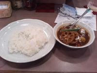 カレーの店ボゥワンの鳥団子と根菜のカレー