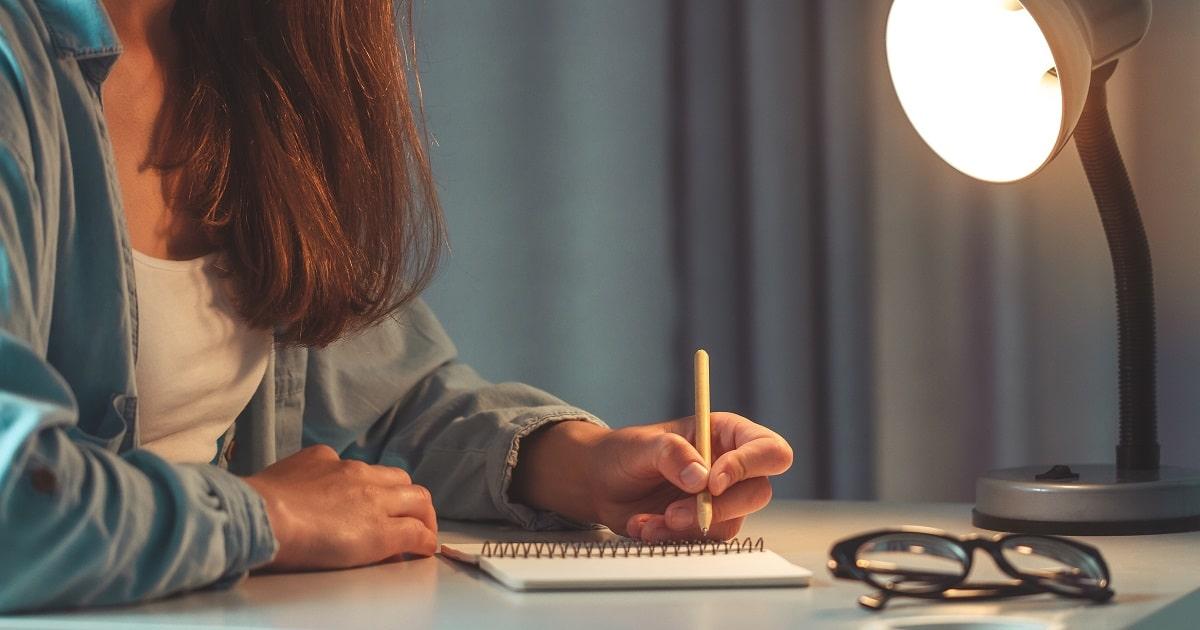 夜に紙とペンで書き出す習慣02