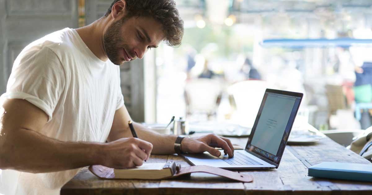 社会人におすすめの勉強場所は、カフェ、図書館、自習室です