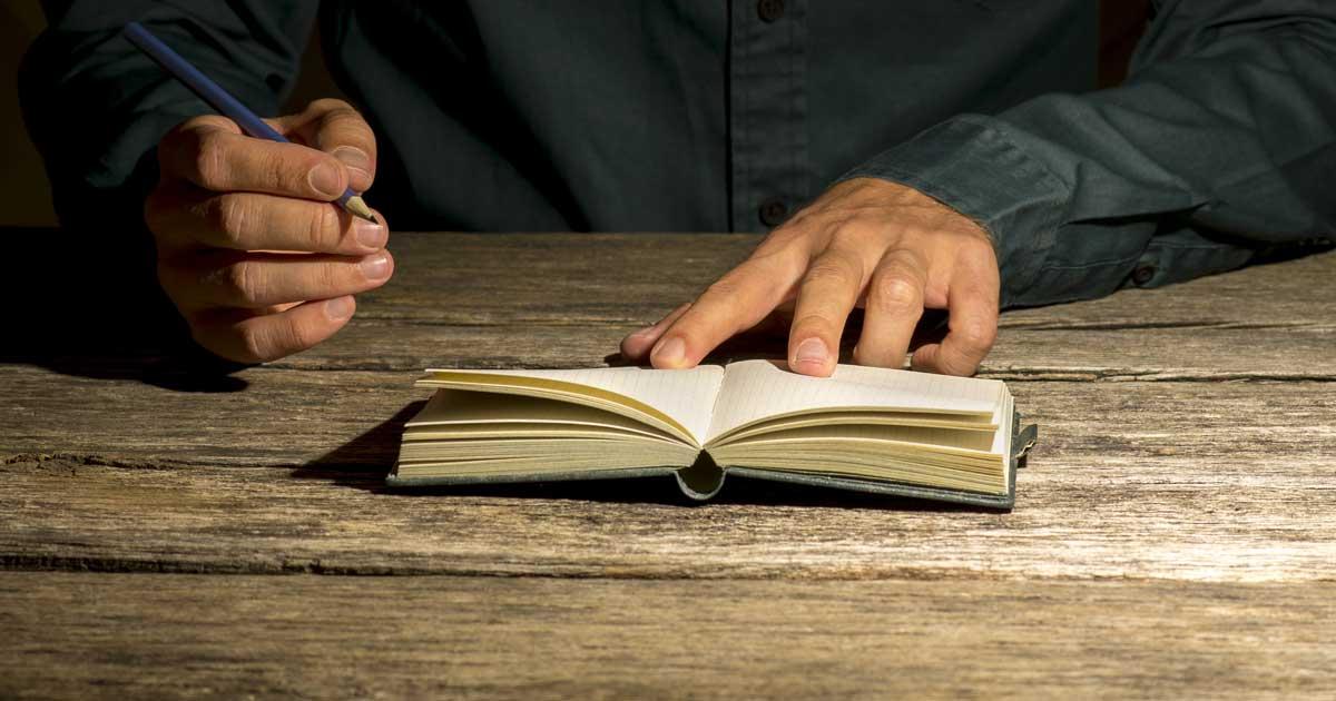 ノートに不安を書き出すことでワーキングメモリが解放され、勉強に集中しやすくなります