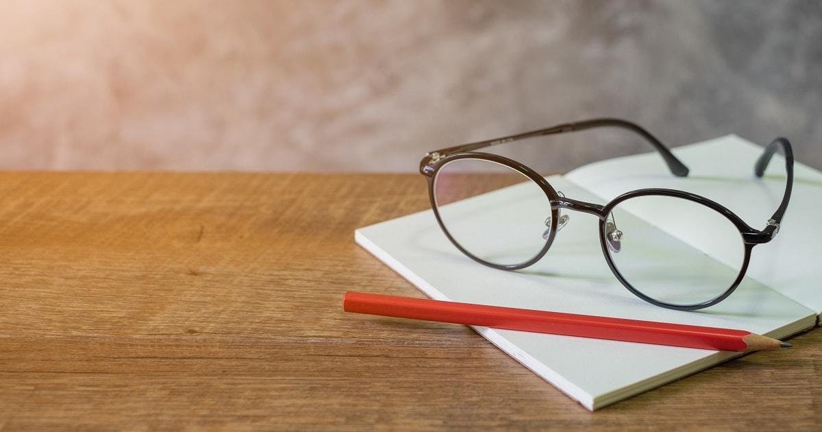 南海キャンディーズ山里亮太さん風のメガネと「嫌なことノート」