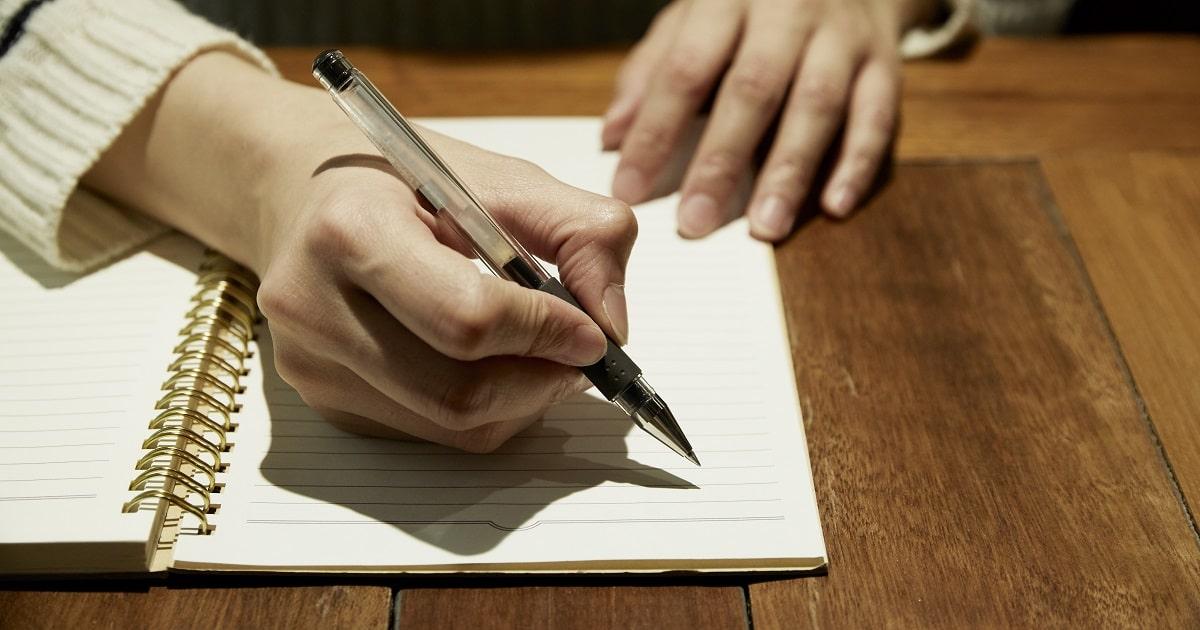 記憶のゴールデンタイムに「3行ポジティブ日記」を書いてストレス・マネジメントしている様子