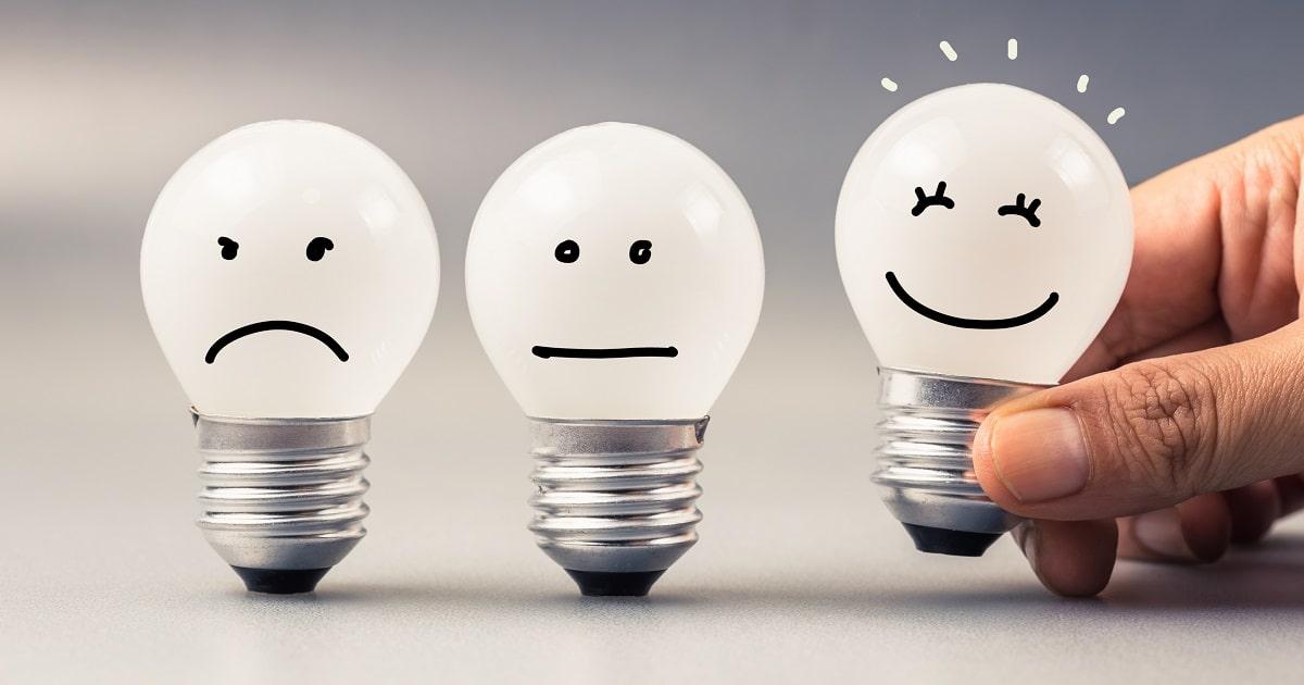 顔の表情(感情・emotion)がついた電球