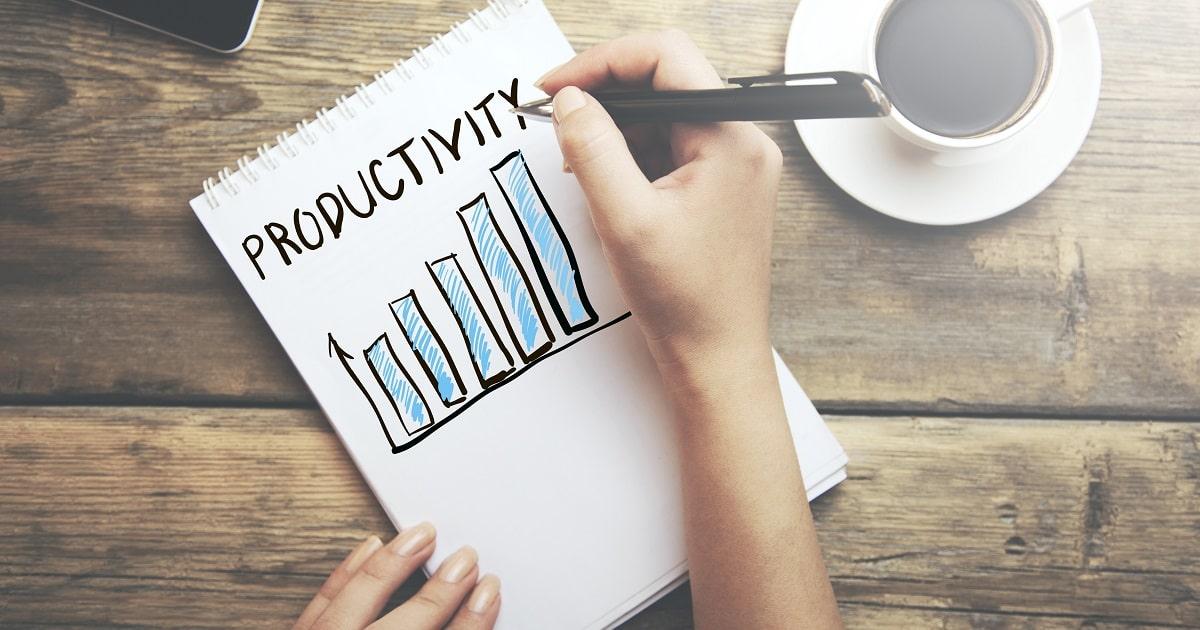 生産性をラフなグラフで示すビジネスパーソン
