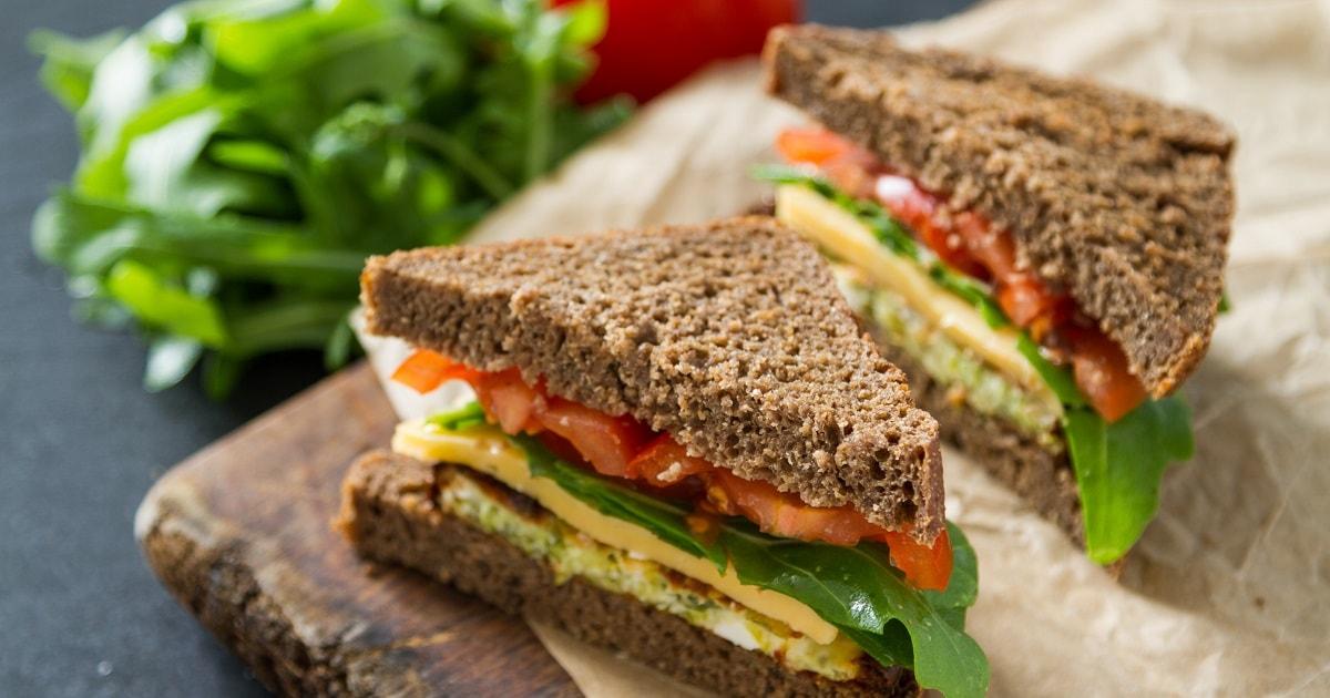 ヘルシーでおいしそうなサンドイッチ