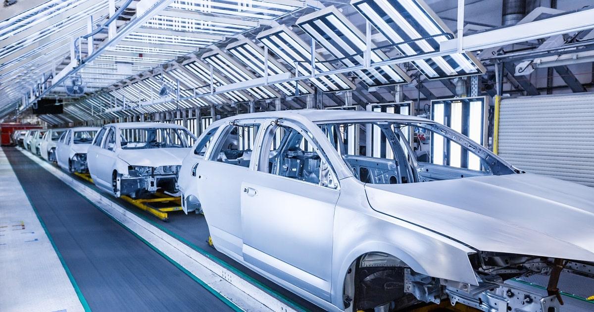 自動車工場の生産ライン