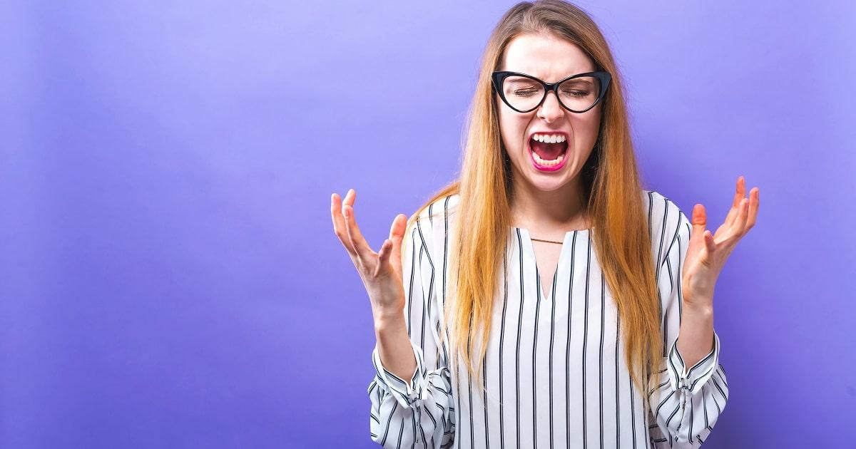 「それ、言われなくてもいまやるとこだったのに!」と先に言われて自由を奪われ心理的リアクタンスが働き、怒って抵抗しようとする女性