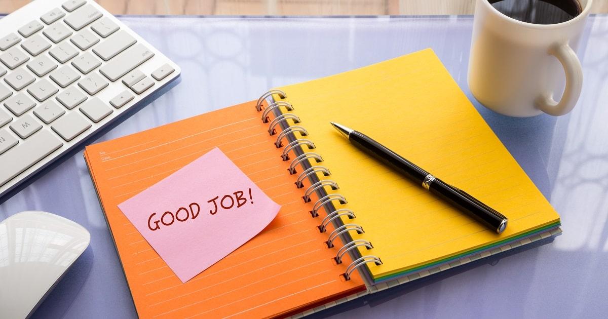 カラフルなノートに「Good job」の文字