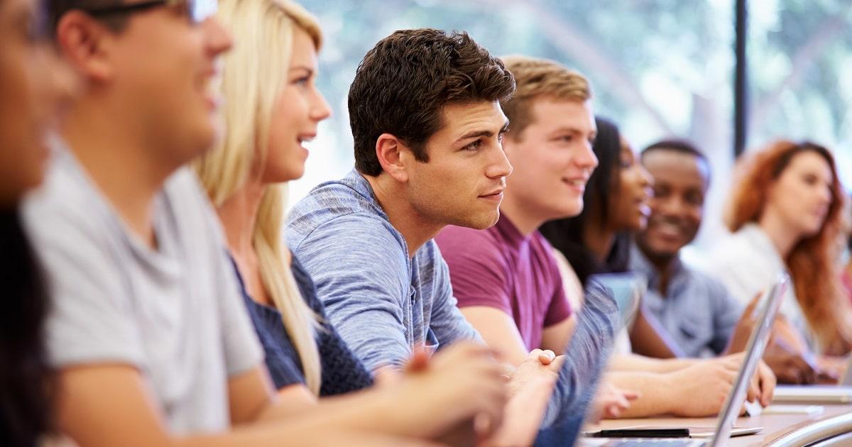 高校あるいは大学の授業風景
