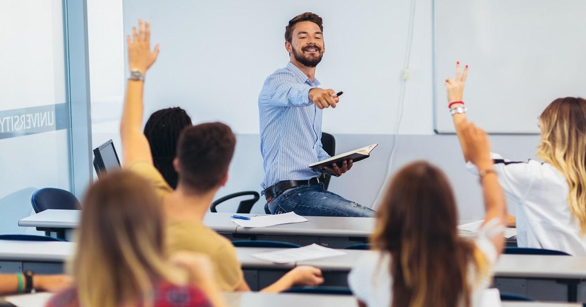 楽しそうな授業、先生、生徒たち