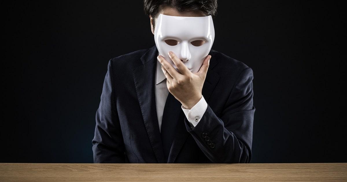 仮面をかぶるビジネスパーソン。サイコパスのイメージ