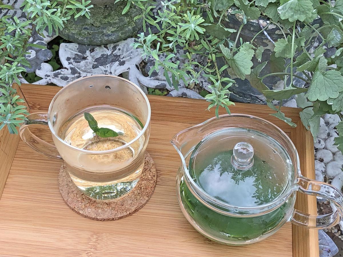 ほんのり淡いグリーンのお茶